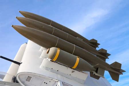 Vliegtuigvleugel met bommen Stockfoto - 11816198