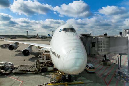 비행 및 적재화물의 비행장 prepairing에 항공기