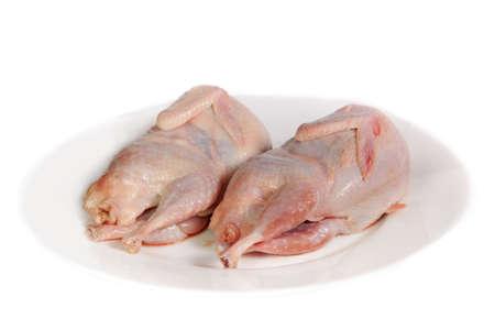 kuropatwa: Dwie kuropatwy świeże ptaki na białym talerzu