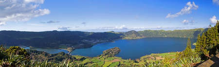 azul: Panorama of Lagoa Verde and Lagoa Azul on San Miguel island of Azores Stock Photo
