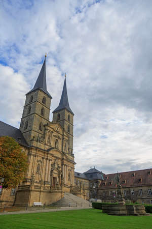 Kloster Michelsberg (Michaelsberg) in Bamburg, Germany with blue sky and statues Stockfoto