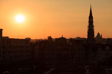 Cathedral and statue of king Albert I at sunset, Brussel, Belgium Stockfoto