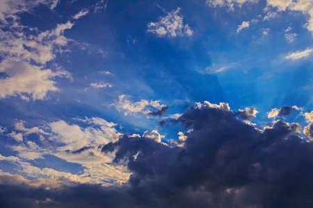 Dramatic blue sky with sun rays and clouds Stockfoto