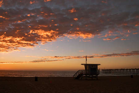 Lifeguard station with american flag on Hermosa beach at sunset, California, USA Stockfoto