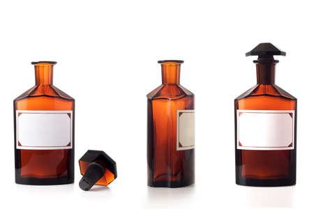 botellas vacias: Set de botellas de la cosecha qu�micos aislados durante un fondo blanco.