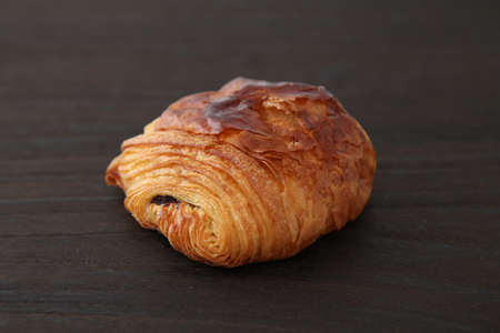 french bread pain au chocolat chocolate croissant on wood table Banque d'images - 124721310