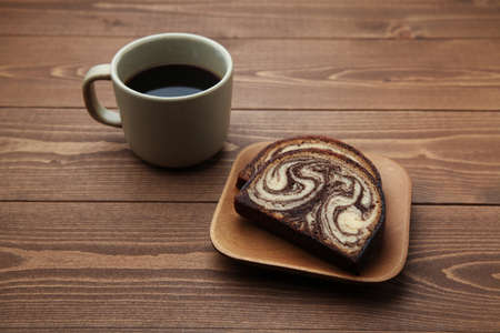 hot black coffee and marble chocolate pound cake isolated on wood table 写真素材 - 124721314