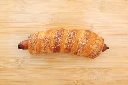 sausage roll bread on cutting board 스톡 콘텐츠