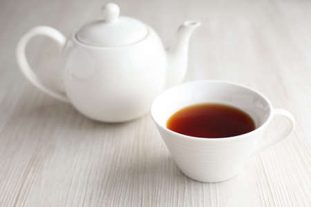 cup of tea teapot on wood table isolated 写真素材 - 125009426
