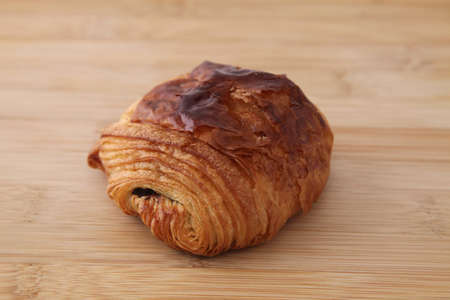 french bread pain au chocolat chocolate croissant on wood table Banque d'images - 125095614