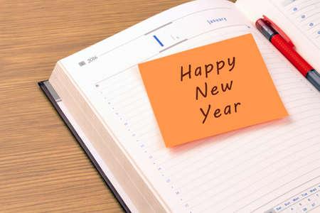nota adesiva arancione su un nuovo 2016 organizzatore. Felice anno nuovo