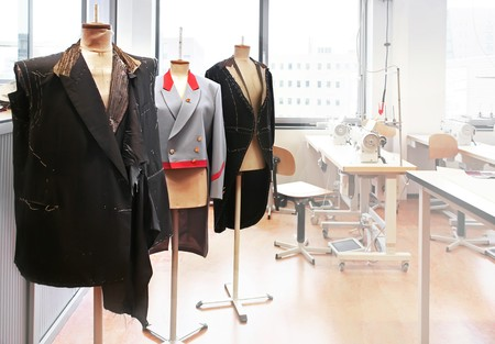 maquinas de coser: lugar de trabajo con maniqu�es coser
