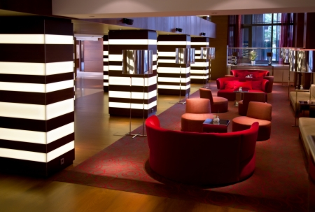 hotel reception: Flur zu warten, geben Sie im Hotel