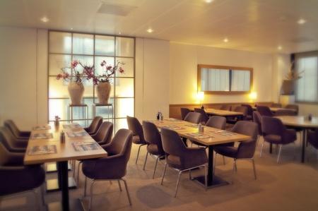 restaurant interior: modern restaurant with vases decoration