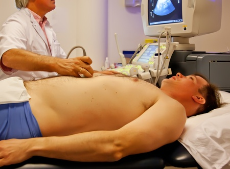Ultrasonido invastigation del paciente en el laboratorio Foto de archivo - 11276633