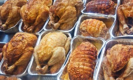 pollo rostizado: pollo a la plancha preparados en el taller Foto de archivo