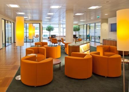 meubles de bureau: entrer dans la salle du public dans la banque de bureau Banque d'images