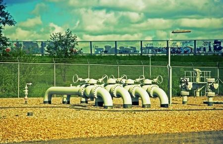 industrial landscape: Paesaggio industriale con tubi di colori urbani Archivio Fotografico