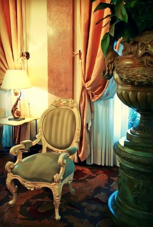 Detail der klassische Einrichtung mit dekorativen Vase Standard-Bild - 13644809