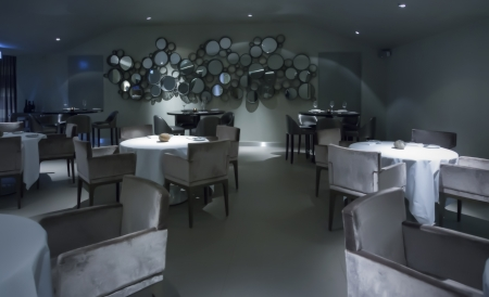 lounge bar: Interior of restaurant with mirror wall