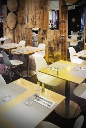 Holz Restaurant in ökologischen Thema Standard-Bild - 14902027