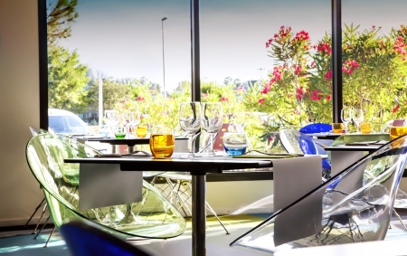outdoor cafe: glasses on table in summer restaurant