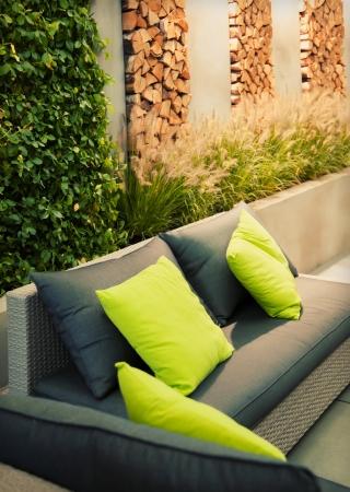 Detail Gartensitzplatz mit Sofa Standard-Bild - 15688973