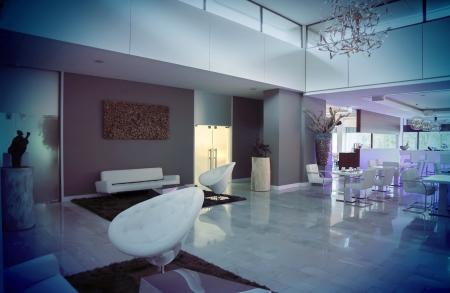 Interior der Halle am Abend Hotel Standard-Bild