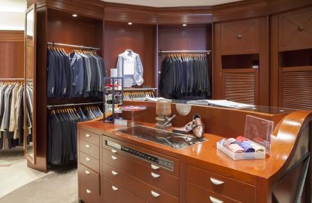 Innenraum der klassischen Mann Kleidergeschäft