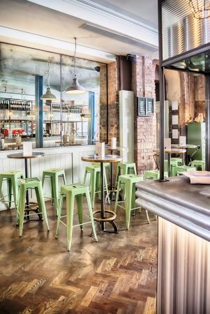 brasserie restaurant: int�rieur �l�gant restaurant italien Banque d'images
