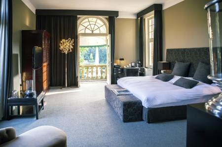 호텔의 고급 침대 룸 스톡 콘텐츠