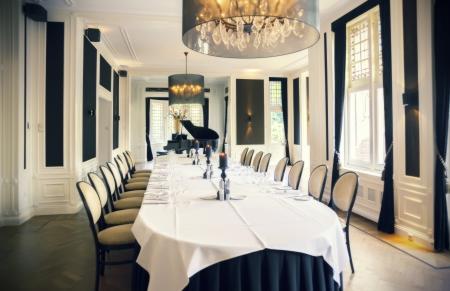 luxury cafe with grand piano Фото со стока