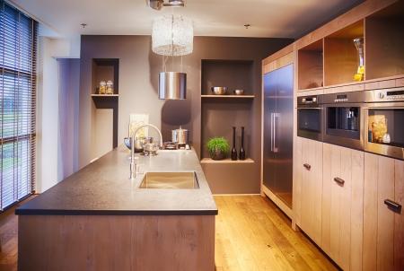 現代的なスタイルでキッチンのインテリアの細部