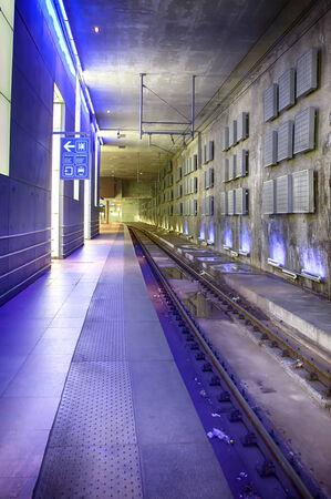peron: train platform by Antwerpen train station