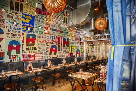현대적인 스타일에있는 멕시코 레스토랑의 인테리어 스톡 콘텐츠