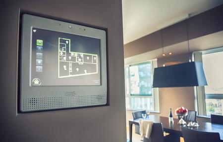 domotique: la maison �cran de l'ordinateur pour g�rer le foyer de lumi�re et un appareil