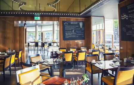 암스테르담 호텔의 빈 식당 (르 유럽)