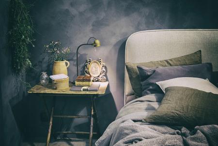Detail von zu Hause Schlafzimmer im Landhausstil Standard-Bild - 47793343