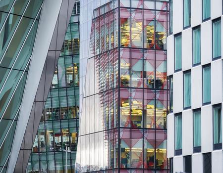 szczegół zewnętrznej nowoczesnym budynku korporacji