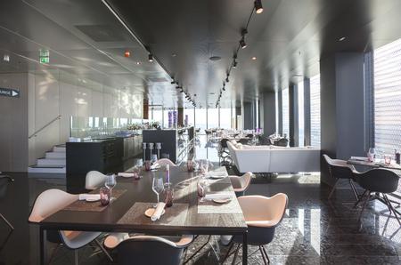 interior of Vienna contemporary restaurant on 57 floor Reklamní fotografie - 53661928