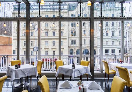 view from restaurant window at winter Vienna Stockfoto