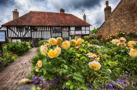 oude middeleeuwse huis en tuin in Battle stad, East Sussex, Engeland