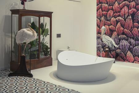 Interieur Natuur Badkamer : Interieur van een stijlvolle badkamer met natuurdecoratie royalty