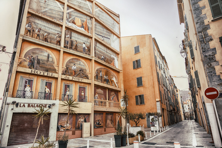 Toulon, France, August 6, 2018, Trompe-lOeil Murals or The Hotel du Port scene located at the Square L?on V?rane, a town quarter called Chicago Редакционное