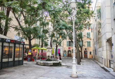 Toulon, France, 6 august 2018, evening by Place Dame Sibille, evening square Редакционное
