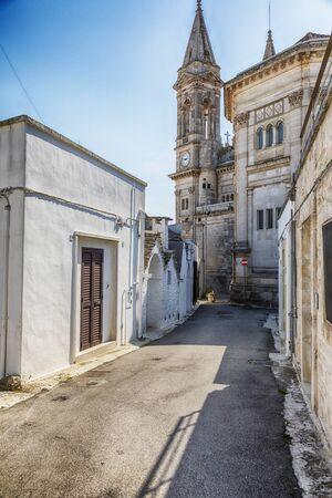 street in Alberobello village near Basilica of Saints Cosmas and Damian, Puglia, Italy 스톡 콘텐츠