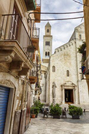 view from Piazza dellOdegitria in old center of Bari, redion Puglia, Italy 스톡 콘텐츠
