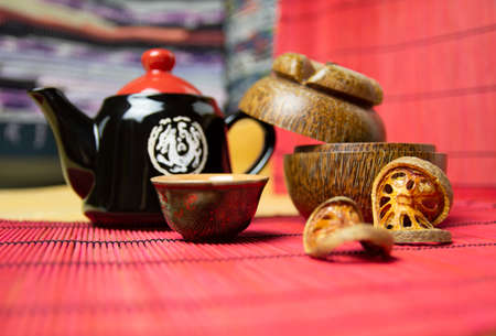 Bael tea with bark of bael fruit, the properties of hot bael fruit juice is a kind of herb - the concept of health.