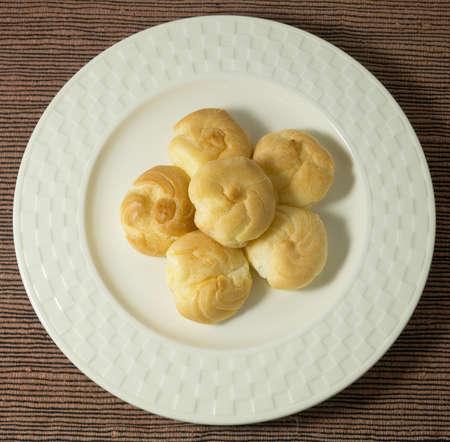 choux: Merienda y crema Postre hecho en casa Choux o crema Choux masa rellenas con natillas.