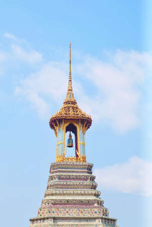 Travelers Walking Around The Bell Tower in Wat Phra Kaew Temple and The Grand Palace at Bangkok, Thailand. 版權商用圖片